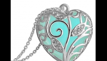 Garoff Collection Glow in the Dark necklace with Aqua Blue Heart Pendant, detailed review